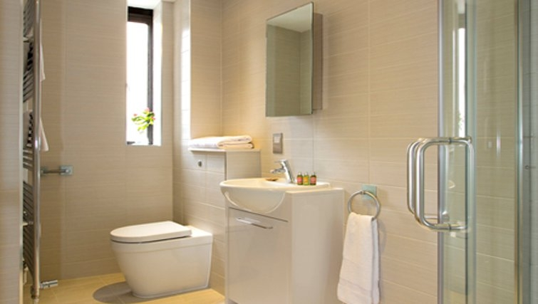 Spacious bathroom in SACO St Pauls - Red Lion Court - Citybase Apartments