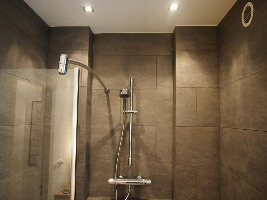 Shower at Cocoon Apartment, Centre, Rotterdam - Citybase Apartments