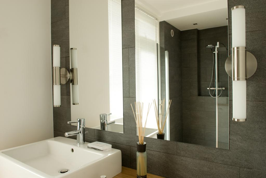 Bathroom at Cocoon Apartment, Centre, Rotterdam - Citybase Apartments