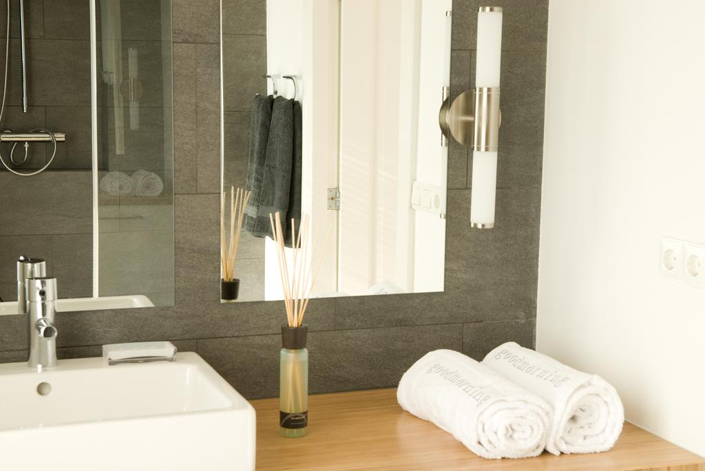 Hand towels at Cocoon Apartment, Centre, Rotterdam - Citybase Apartments