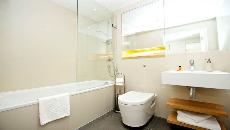 Clean bathroom in Staycity London Heathrow - Citybase Apartments