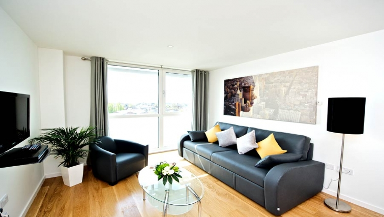Fresh living area in Staycity London Heathrow - Citybase Apartments