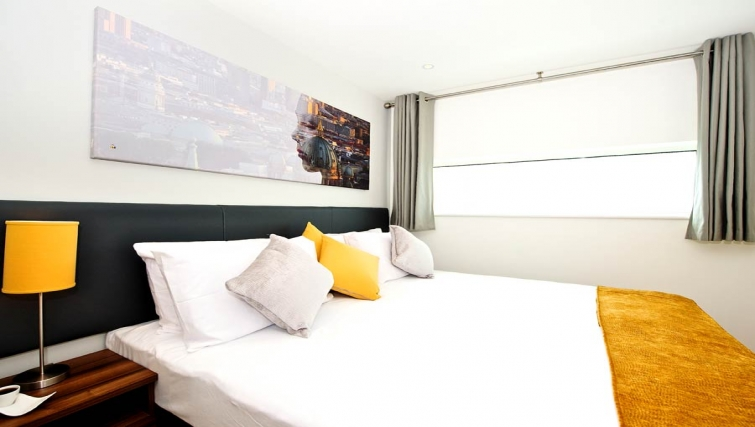 Spectacular bedroom in Staycity London Heathrow - Citybase Apartments
