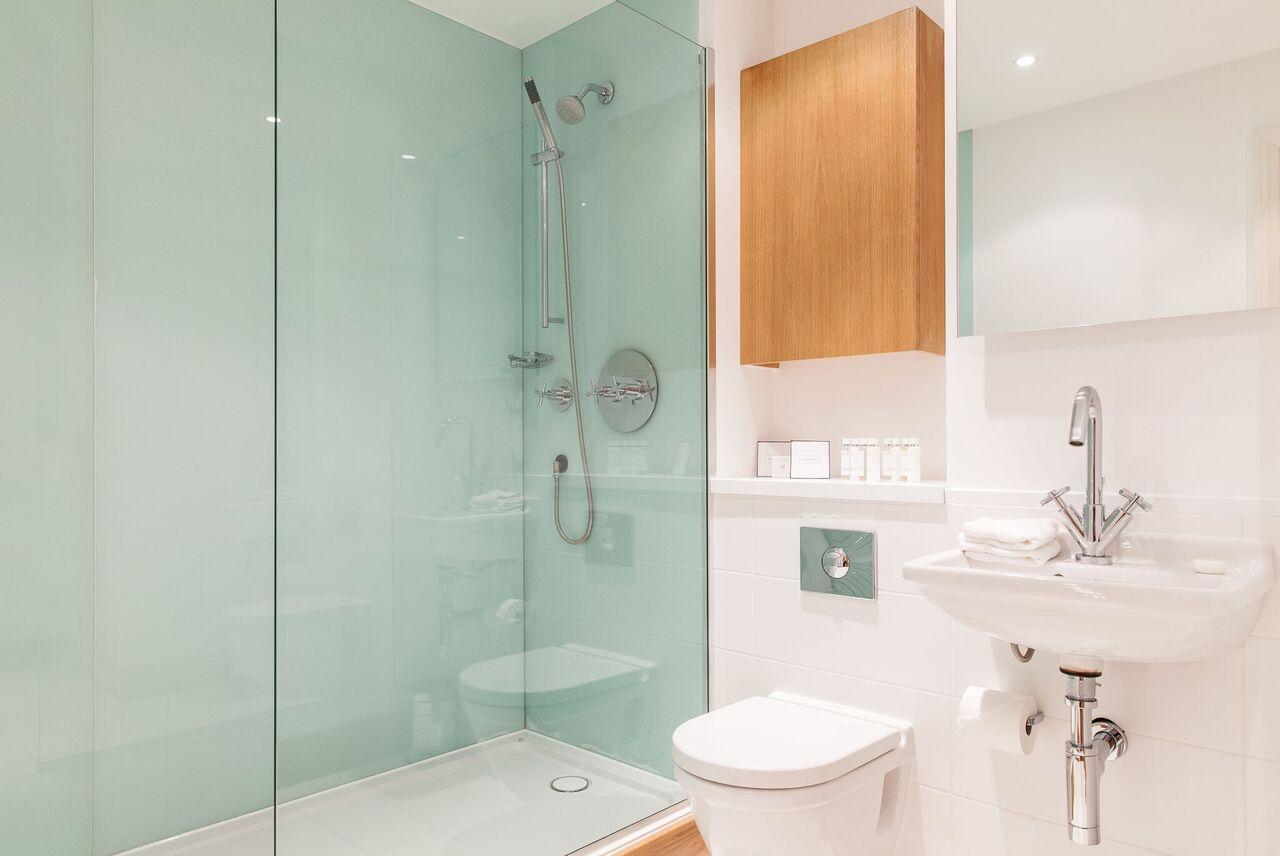 En suite bathroom at Red Lion Street Apartments - Citybase Apartments