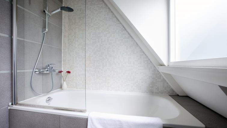 Bathroom at Stephan Apartments, Amsterdam - Citybase Apartments