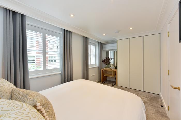Work desk at 42 James Street Apartments, Marylebone, London - Citybase Apartments