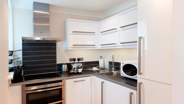 Charismatic kitchen in Byron House Apartments - Citybase Apartments