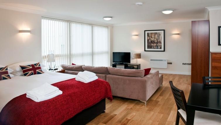 Open plan studio apartment in Byron House Apartments - Citybase Apartments