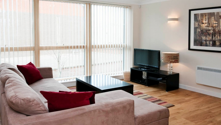 Comfortable living area in Byron House Apartments - Citybase Apartments