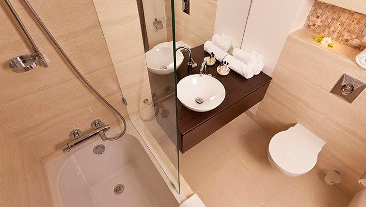 Immaculate bathroom in Platinum Residence - Citybase Apartments