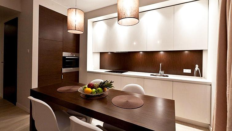 Modern kitchen in Platinum Residence - Citybase Apartments