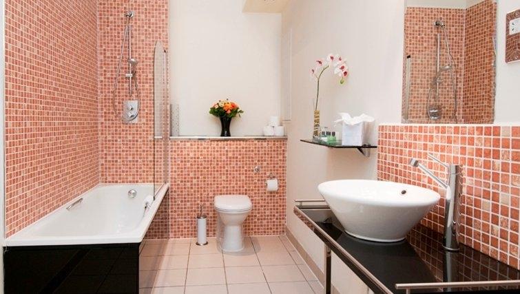 Pristine bathroom in Bayswater - Citybase Apartments