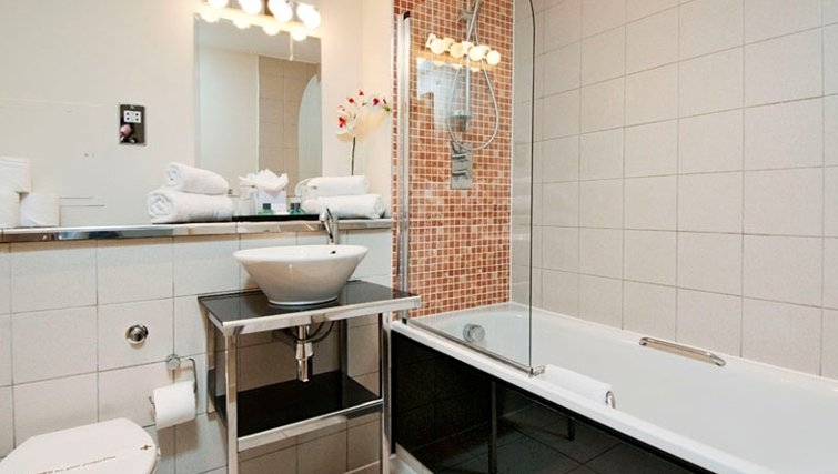 Bathroom in Baywaters - Citybase Apartments