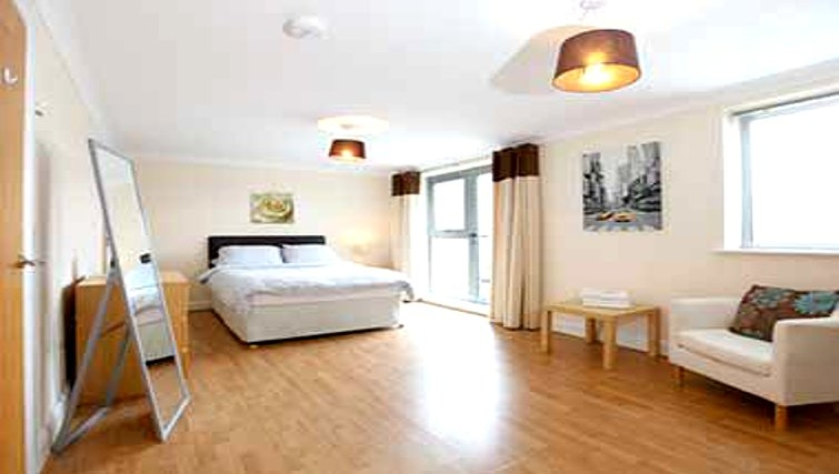 Spacious bedroom in Mandara Point Apartments - Citybase Apartments
