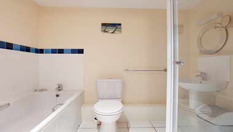 Pristine bathroom in Mandara Point Apartments - Citybase Apartments