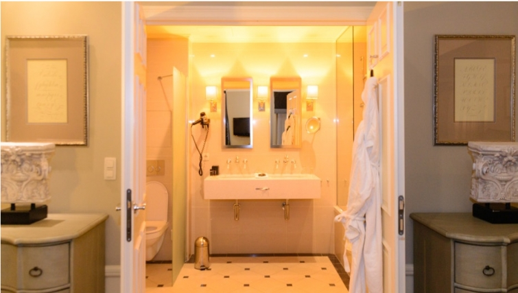 Desirable bathroom in Stanhope Residence Apartments - Citybase Apartments