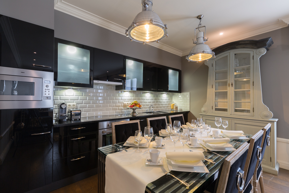 Kitchen island at Stanhope Residence Apartments - Citybase Apartments