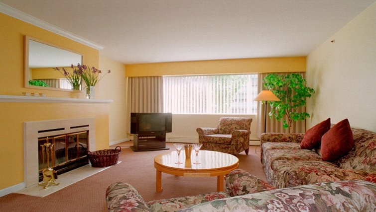 Charming living area in Rosellen Suites at Stanley Park - Citybase Apartments