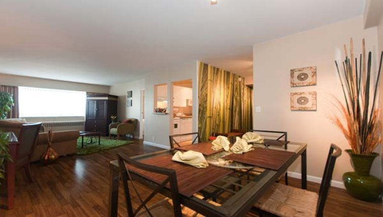 Delightful dining area in Rosellen Suites at Stanley Park - Citybase Apartments