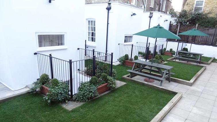 Delightful garden in North Gower Apartments - Citybase Apartments