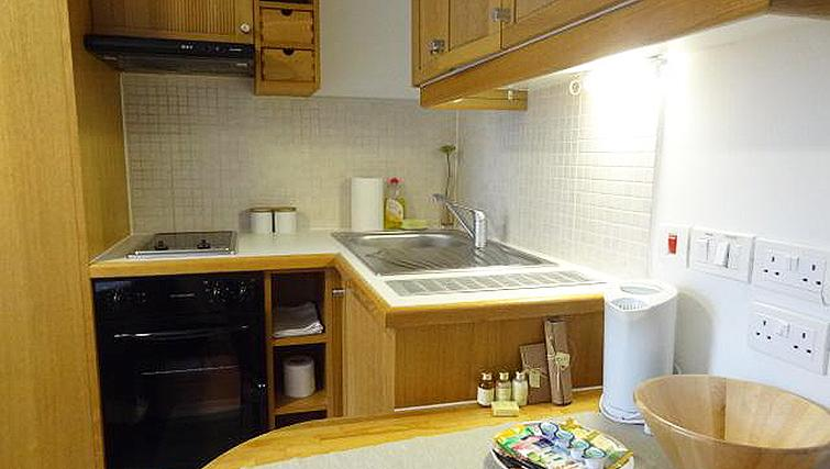 Compact kitchen in North Gower Apartments - Citybase Apartments