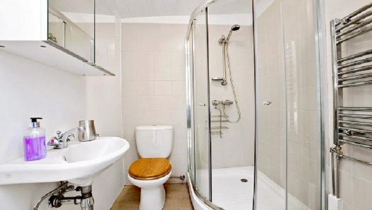 Ideal bathroom in Alfred Apartments - Citybase Apartments