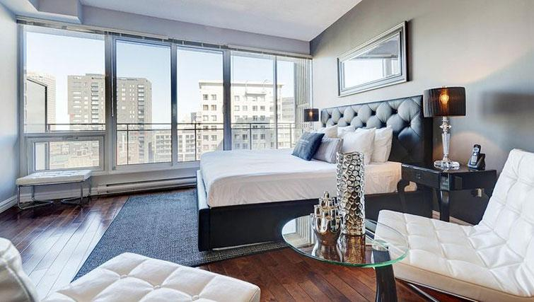 Double bedroom at Le 400 Sherbrooke Ouest Apartments - Citybase Apartments