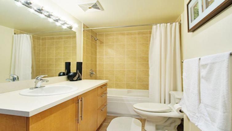 Ideal bathroom in Le 1009 Apartments - Citybase Apartments