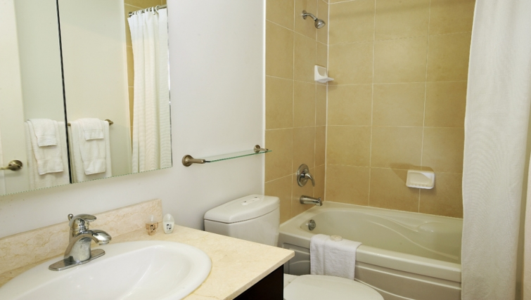 Practical bathroom in 20 Blue Jays Way - Citybase Apartments