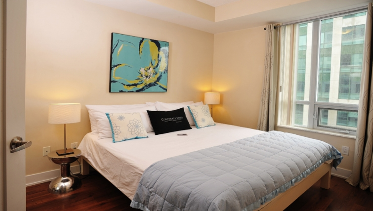 Attractive bedroom in 20 Blue Jays Way - Citybase Apartments
