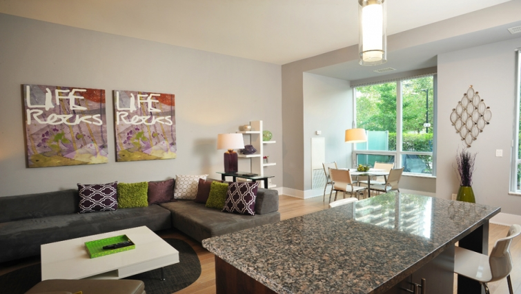 Stylish living area in 120 Homewood Apartments - Citybase Apartments