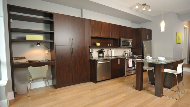 Spacious kitchen in 120 Homewood Apartments - Citybase Apartments