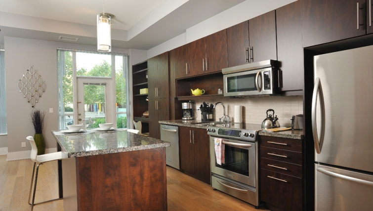 Modern kitchen in 120 Homewood Apartments - Citybase Apartments