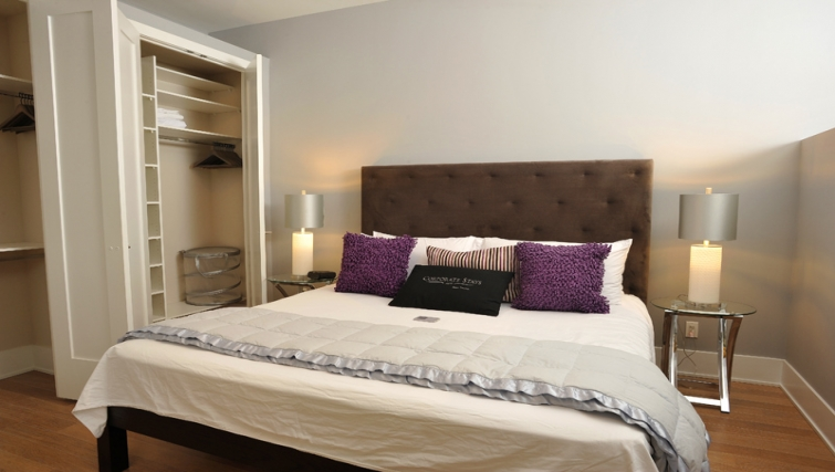 Desirable bedroom in 120 Homewood Apartments - Citybase Apartments