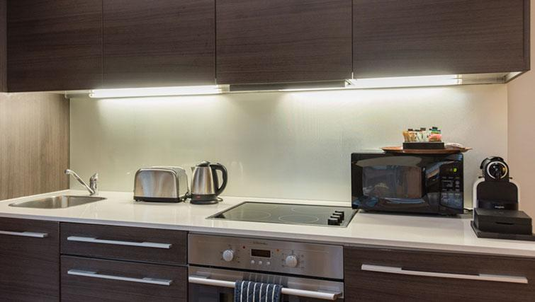 Kitchen at Premier Suites Plus Cabot Circus - Citybase Apartments