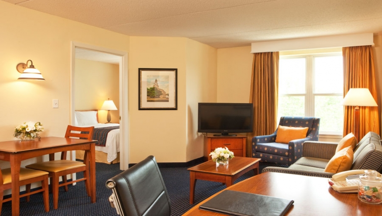 Bright living area in Residence Inn Boston Woburn - Citybase Apartments