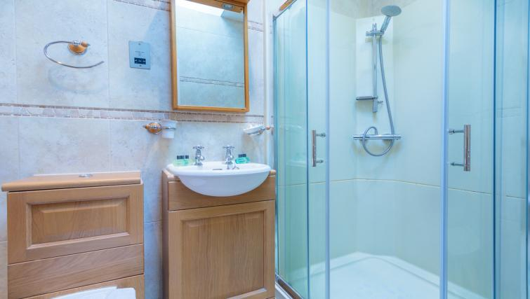 Bathroom at Castletown House - Citybase Apartments