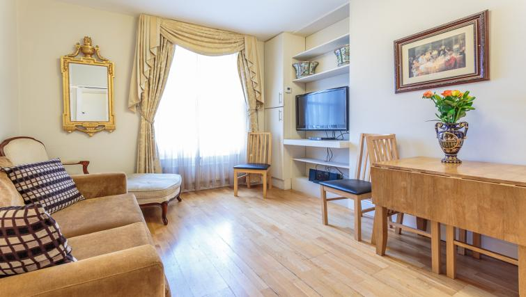Living room at Castletown House - Citybase Apartments