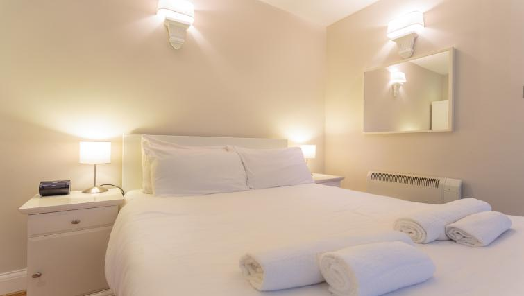 Studio bed at Castletown House - Citybase Apartments