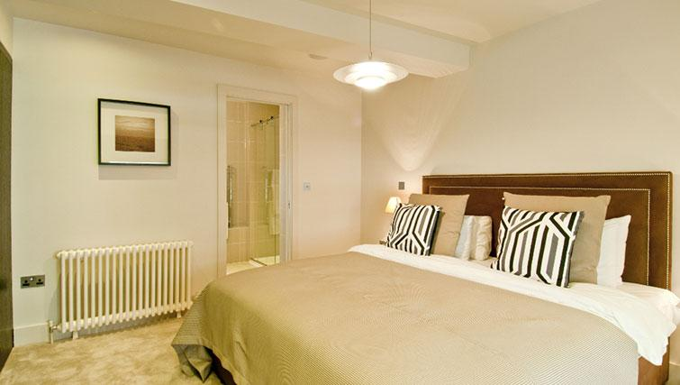 Elegant bedroom in Native Cannon Street Apartments - Citybase Apartments