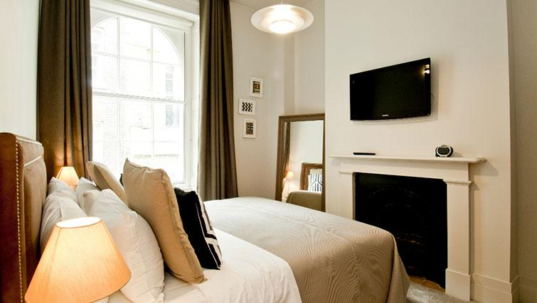 Bedroom at Native Cannon Street Apartments - Citybase Apartments