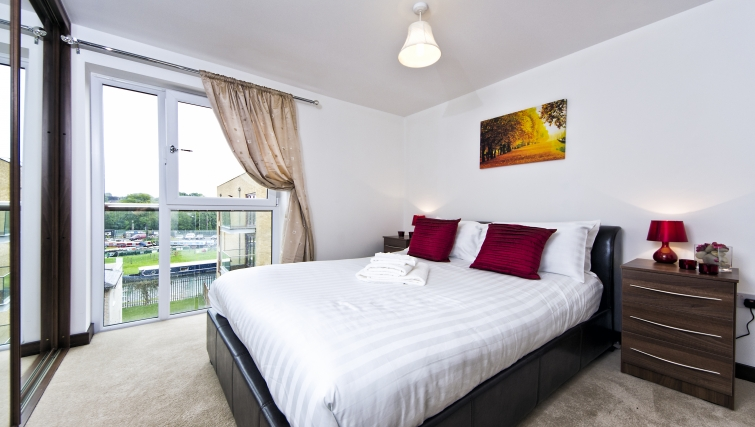 Attractive bedroom in Kings Island Apartments - Citybase Apartments