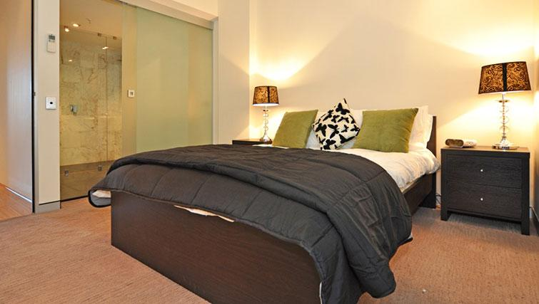 Luxurious bedroom in Astra Perth CBD St Georges Terrace - Citybase Apartments