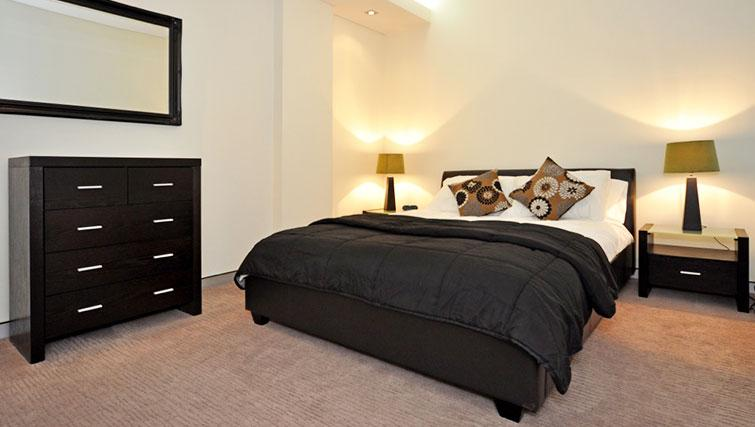 Delightful bedroom in Astra Perth CBD St Georges Terrace - Citybase Apartments