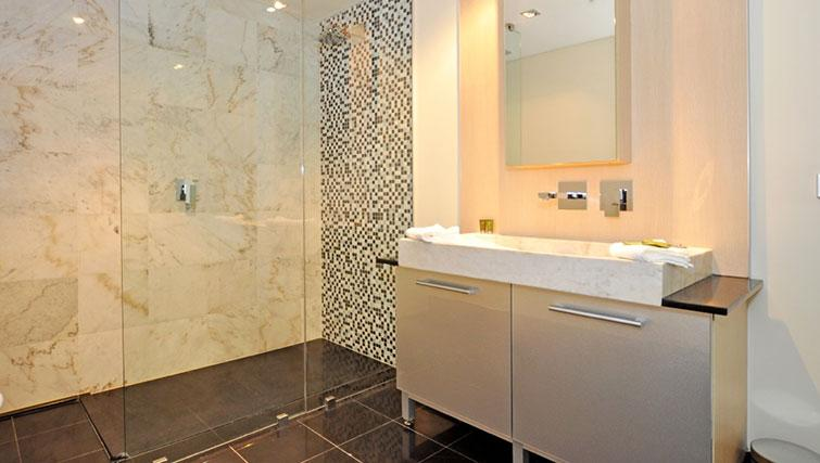 Stylish bathroom in Astra Perth CBD St Georges Terrace - Citybase Apartments
