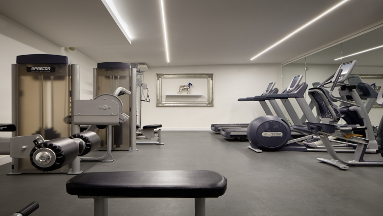 State-of-the-art gym in AKA Beverly Hills - Citybase Apartments