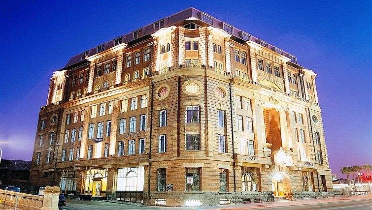 Grand exterior of Adina Apartment Hotel Sydney, Central - Citybase Apartments