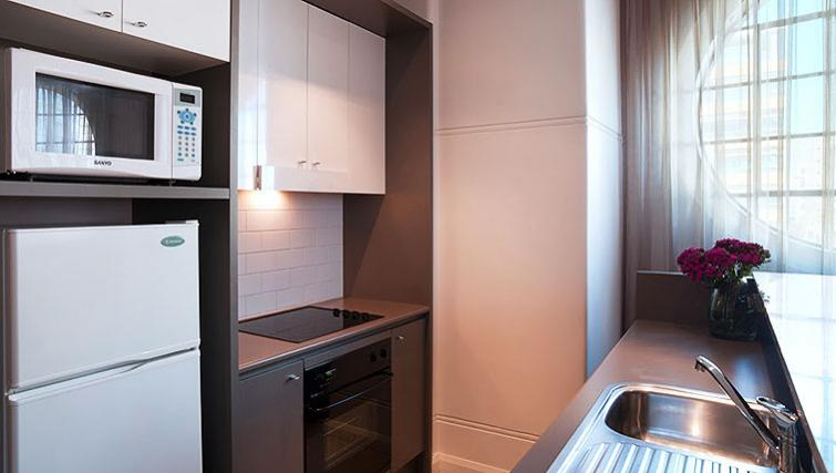 Contemporary kitchen in Adina Apartment Hotel Sydney, Central - Citybase Apartments