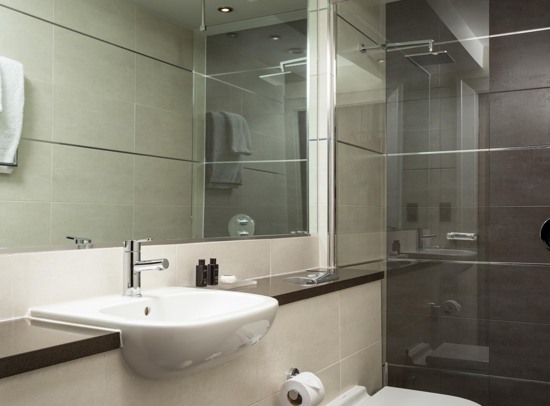 Bathroom at Roomzzz Newcastle City Apartments - Citybase Apartments