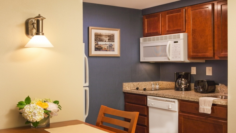 Practical kitchen in Residence Inn Boston Harbor on Tudor Wharf - Citybase Apartments